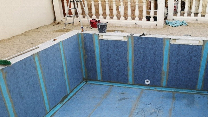 Installation of mosaic on polypropylene pools