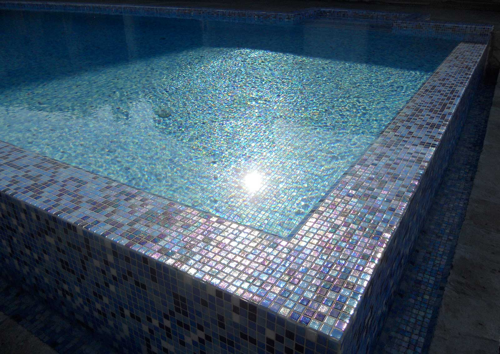 Mosaic Tile Fading Out Rock - Ezarri