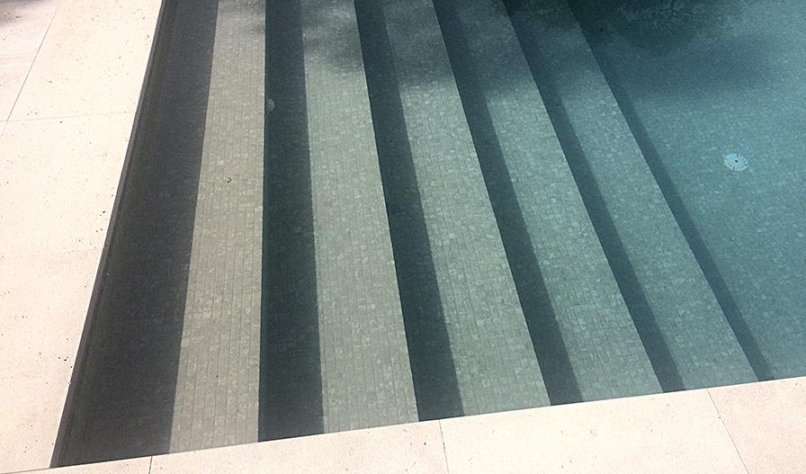 Decoración de piscinas últimas tendencias - Ezarri