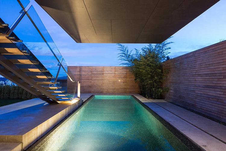 The Container House : la piscine d'une maison futuriste à Vancouver