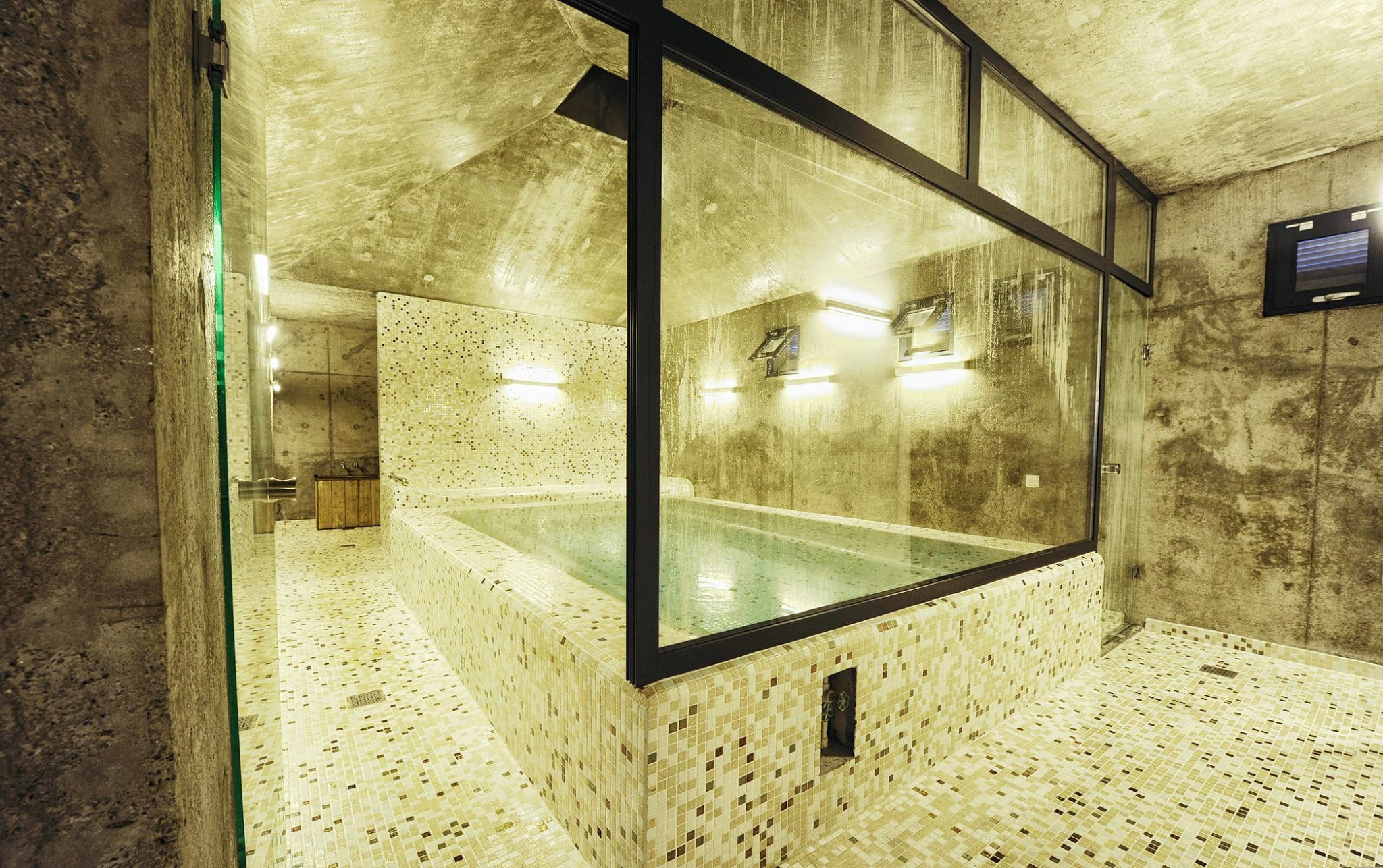 Lisi_Lake_Sulfur_Baths_Wellness_Ezarri
