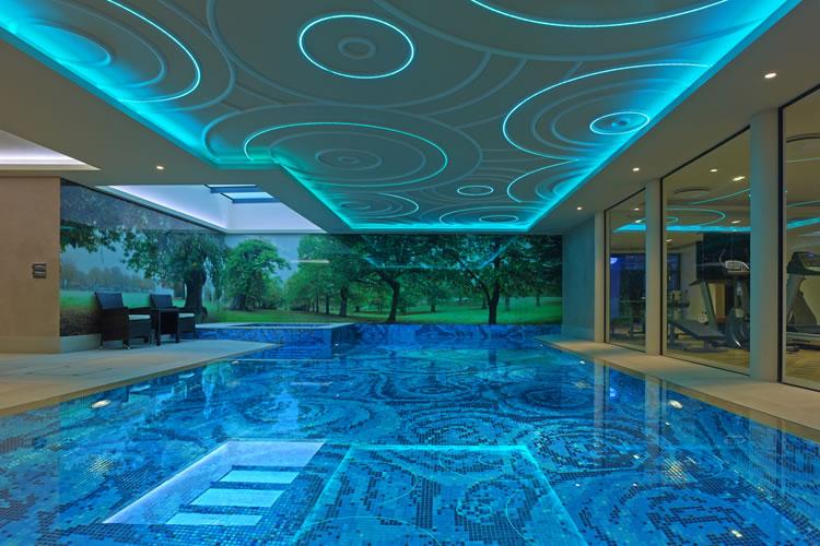 Dessins en pâte de verre pour piscines de luxe