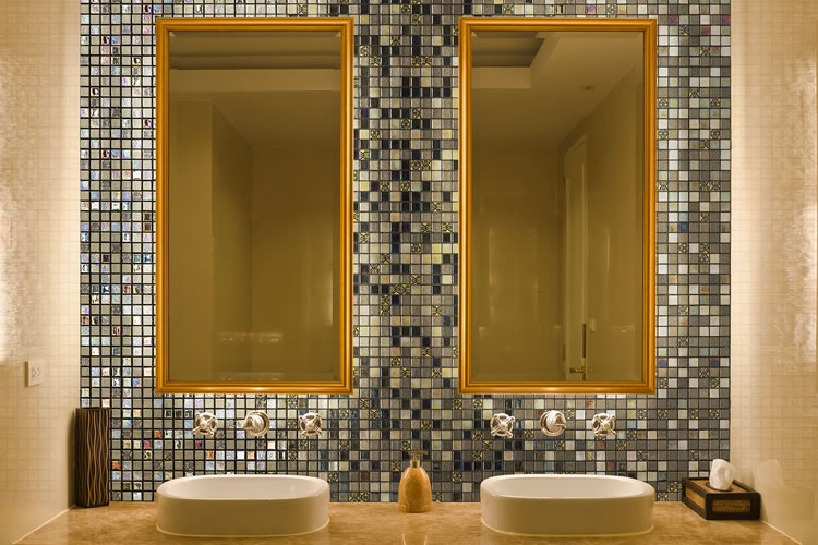 Six advantages of glass mosaic tiles for bathrooms