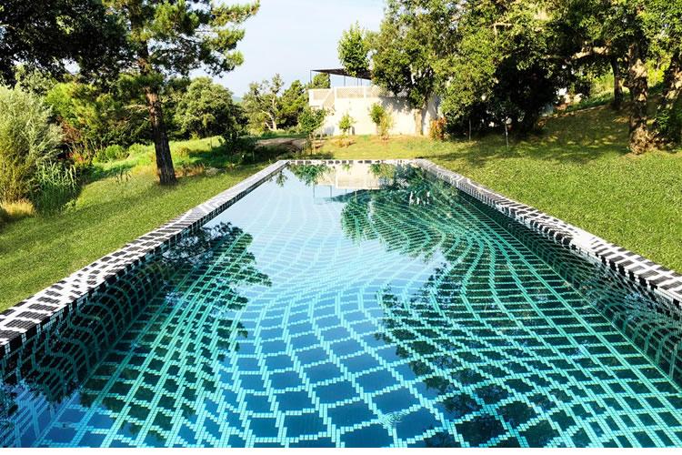 The Ezarri hypnotic pool