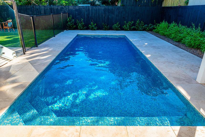 raisons pour choisir la pâte de verre pour votre piscine