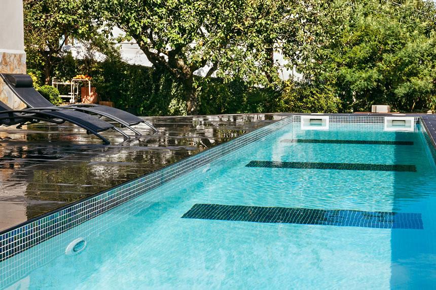 razones para elegir gresite en tu piscina